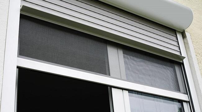 moskitnye-setki-roletnaya-na-okno